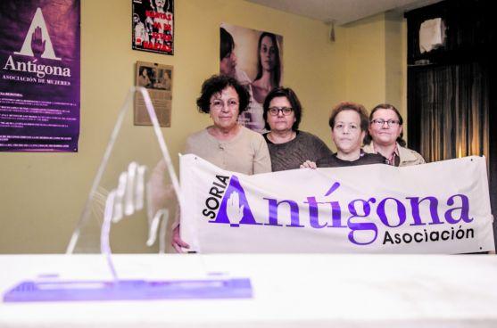 Concha Baena con otras 3 integrantes de Antigona en Soria.