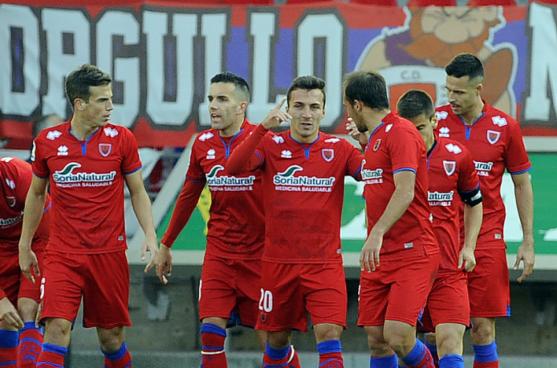 Pablo celebra el gol que adelanta al Numacia. LFP