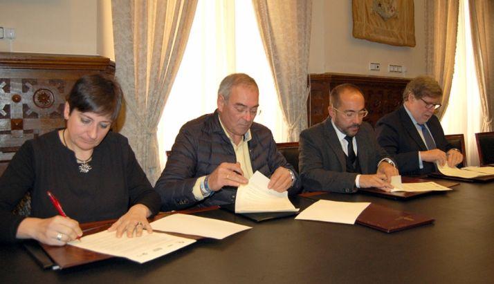 Ana Romero, Evelio Hernández, Luis Rey y Santiago Aparicio este lunes en el Palacio Provincial. / Dip.