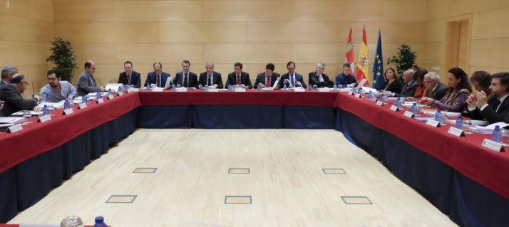 El Consejo de Políticas Demográficas reunido este lunes. /Jta
