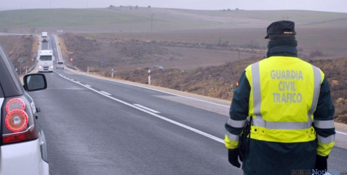 Un agente de la DGT en una carretera soriana. / SN