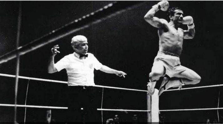 Fernández en 1974 tras lograr el mundial en Superligero.