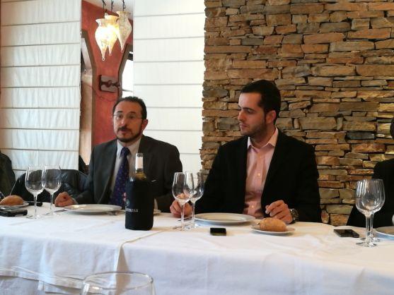 Imagen de la comida. A la izquierda Miguel Martínez Tomey y a la derecha Daniel Ezquerra/SN