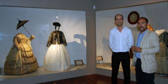 Luis Rey (dcha.) en la exposición del museo. /Dip.