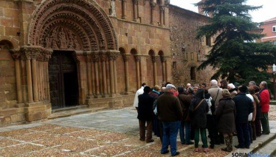 Visitantes ante la iglesia de Santo Domingo. /SN