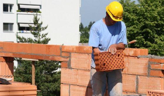 Un trabajador de la construcción en una obra. / SN