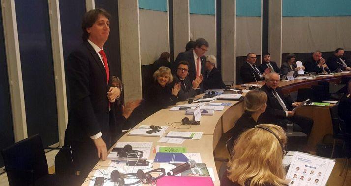 Carlos Martínez recibe los aplausos tras su elección. / Ayto.