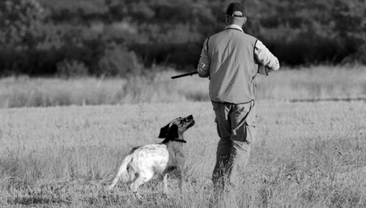 Un cazador y su perro. /SN