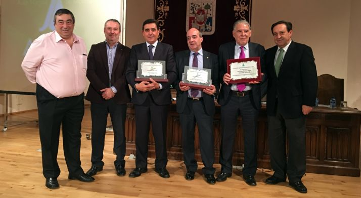 Gómez (izda.), Dujo, Martínez, Medina, Tejedor y Barato en los premios. / ASAJA