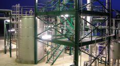 Torres de destilación. /Jta.