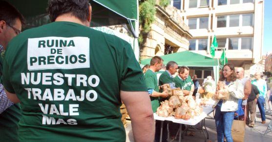 Reparto de productos agrarios de ASAJA este septiembre. / SN