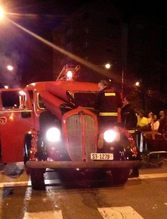 El camión de bomberos a la altura de la 'Colmena'. /SN
