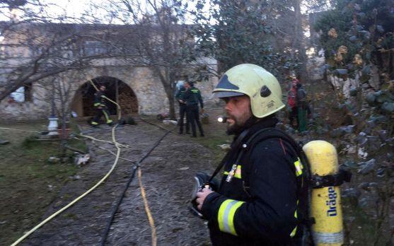 Un bombero en el lugar del incendio. /SN