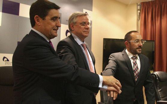 Martínez (izda.), Tarragó y Rey, tras la rueda de prensa en la Diputación. /SN