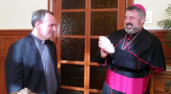 Abilio Martínez Varea, (izda.) junto con el obispo de Calahorra-La Calzada-Logroño este jueves. /DOS