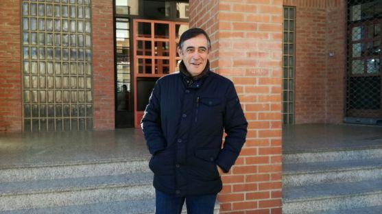Antonio Pardo frente a la sede del PP en Soria.