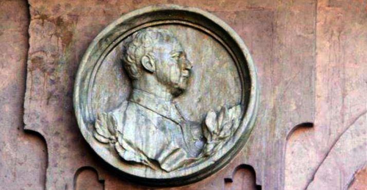 El medallón de Franco en la plaza Mayor de Salamanca.