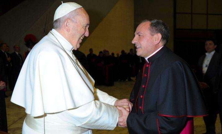 Francisco I con el nuevo obispo de la Diócesis de Osma-Soria. /DOS