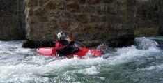 Un miembro del club en aguas navarras.