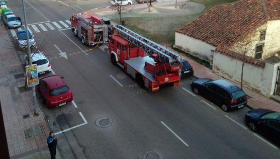 Los vehículos de bomberos en el lugar. /SN