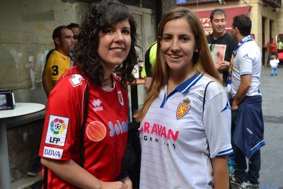 Dos aficionadas del Numancia y del Zaragoza en el partido de la primera vuelta.