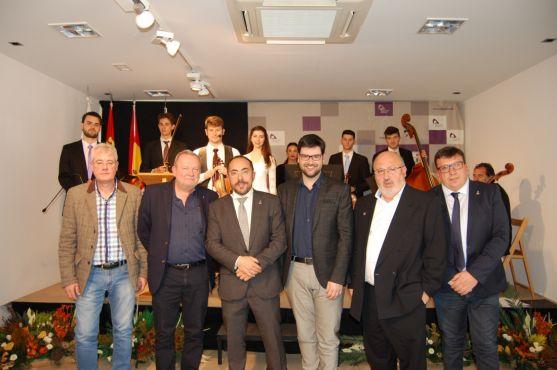 Ganadores de los Premios de Poesía y responsables de Diputación. /Dip
