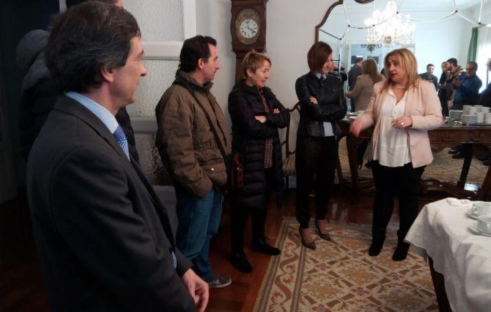 La subdelegada con los periodistas. /SN