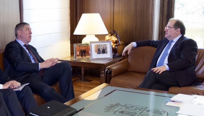 Herrera (dcha.), este jueves con José Vicente de los Mozos. /Jta.