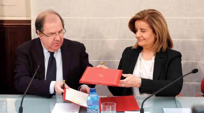 Fátima Báñez y Juan Vicente Herrera. /Jta.