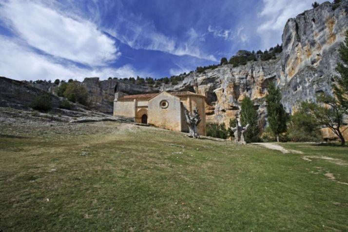 La ermita de San Bartolomé, ubicada en el Parque Natural del Cañón del Río Lobos (Soria). /DIP. SORIA