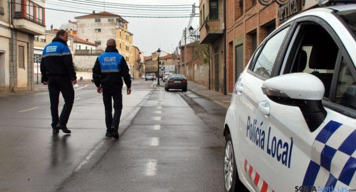 Vigilantes municipales en un servicio en Ágreda. /SN
