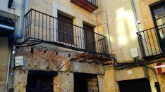 El balcón desplomado en una imagen de esta mañana. /SN