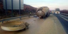 La cisterna tras el accidente este miércoles. /SN