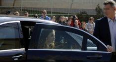 La Reina, en el coche oficial a su llegada a El Hueco. /PL