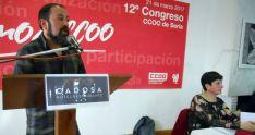 Javier Moreno, este martes, con la cesante Ana Romero. /SN
