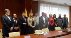 Representantes de las administraciones de la patronal y los sindicatos en la firma del Plan de Dinamización. /SN