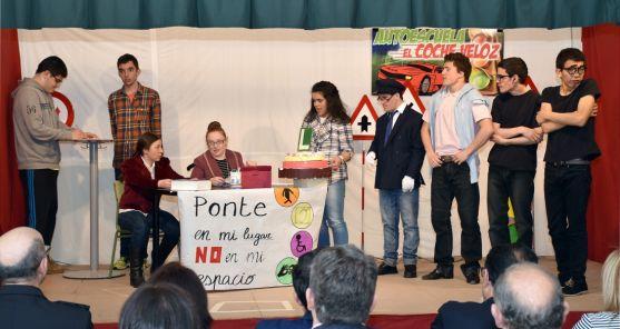 Los alumnos representando su obra. /Jta.