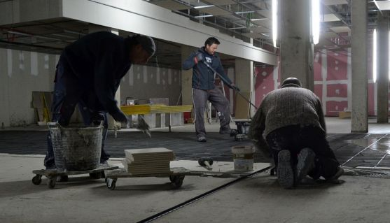 Trabajadores de la construcción en un edificio en Soria./SN
