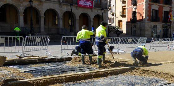 Obras de hormigonado en la plaza Mayor hace unas semanas. /SN