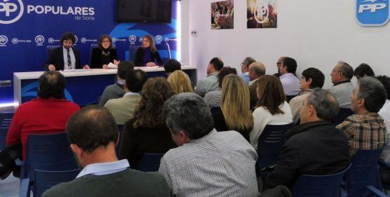 García, Angulo y Lucas con compromisarios del PP este lunes.