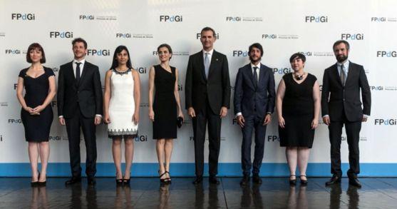Los Reyes, con miembros de la Fundación Princesa de Girona.