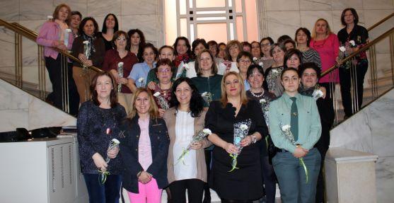 Empleadas del Estado en la Subdelegación del Gobierno en Soria este miércoles. /SdG