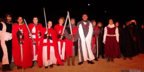 Participantes en la quema del castillo. /Archivo.
