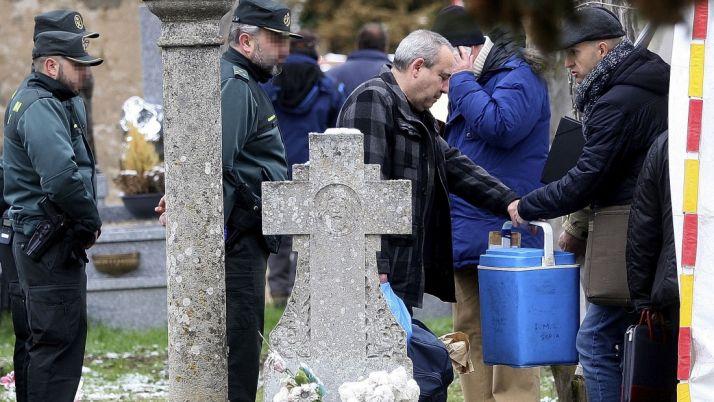 Un momento de las labores de exhumación de los restos. /SN