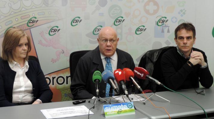 Begoña Macho, Juan C. Gutiérrez-Rodilla, y Javier Hernando.