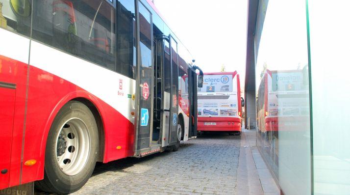 Autobuses urbanos en Mariano Granados./SN