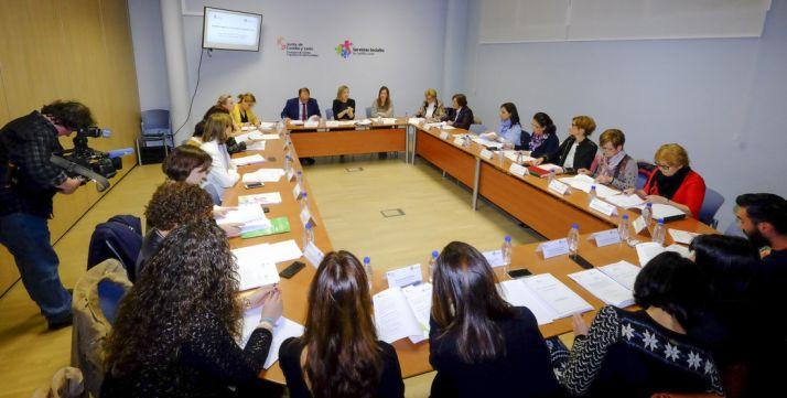 El Consejo Regional de la Mujer en su reunión de este martes. /Jta.