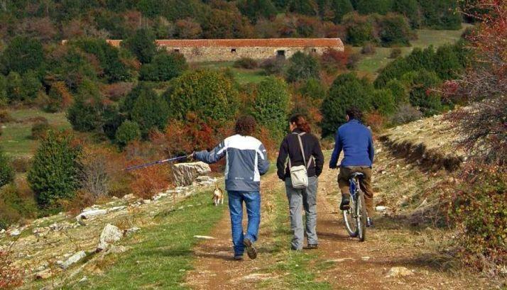 Personas paseando por Garagüeta./EN