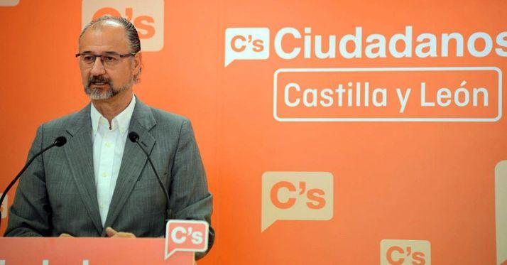 Luis Fuentes, portavoz de C's en la sede parlamentaria regional.