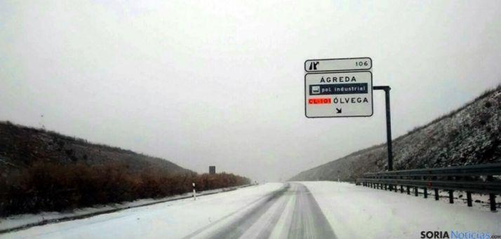 Imagen de archivo de nieve en la calzada en Ágreda. /SN